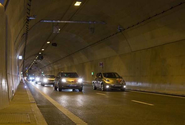Samochody ruszyły pierwszym podwodnym tunelem drogowym w Polsce