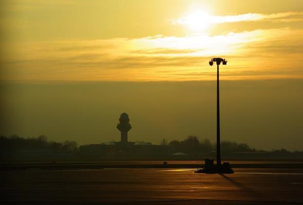 Lotnisko Chopina: Rusza budowa kolejowego frontu rozładunkowego
