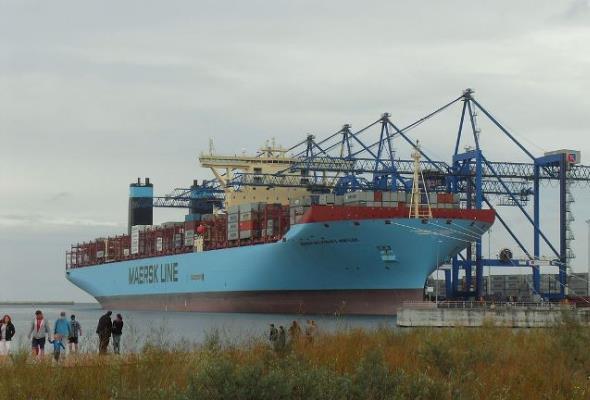 Rekordowy przewóz kontenerów na jednym statku