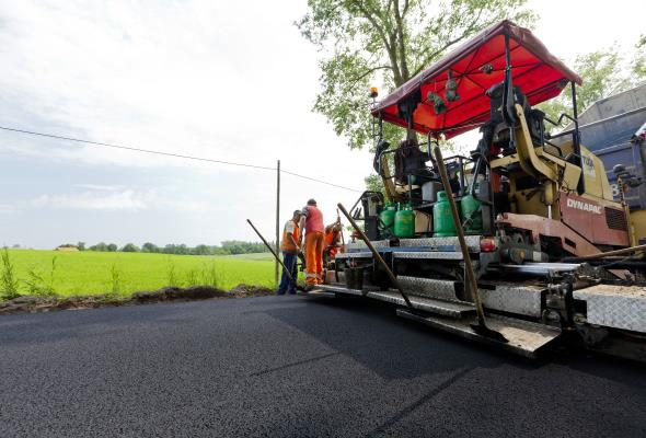 Czajkowski: Drogi z betonu i asfaltu mogą mieć taką samą trwałość