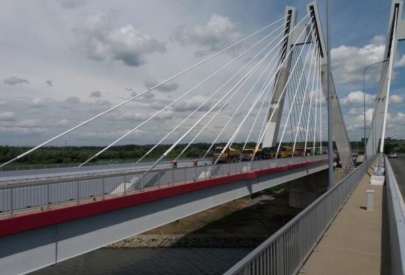 Małopolska: Most na Wiśle zaliczył próby obciążeniowe