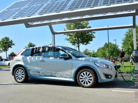 Jak spółki zabierają się za elektromobilność