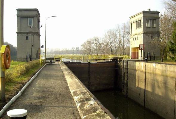 RZGW Wrocław złamał zakaz użytkowania śluzy w Brzegu i prześluzował jeden transport