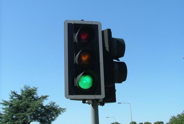 Sekundniki na sygnalizatorach to niebezpieczny drogowy gadżet