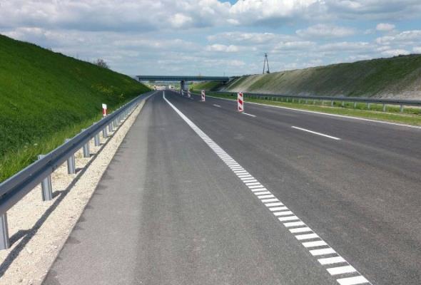 S7 Jędrzejów – granica województwa: 30% trasy ma już warstwę ścieralną