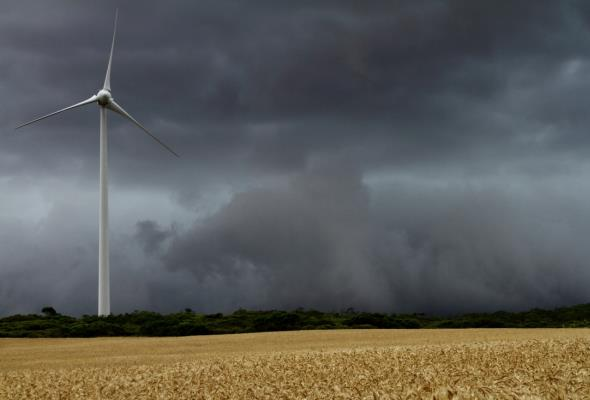 Produkcja energii z OZE spadła o jedną czwartą