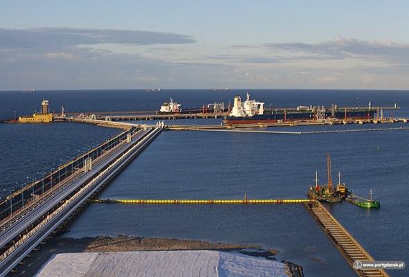 Gdańsk: Największy tankowiec wpłynął do Naftoportu
