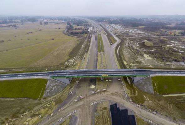 Kolejny wiadukt nad budowaną A4 otwarty